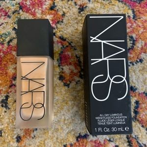 NWT NARS Liquid Foundation In med/dark